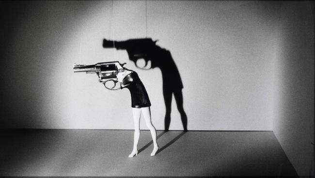4_simmons_walking-gun_1991-web