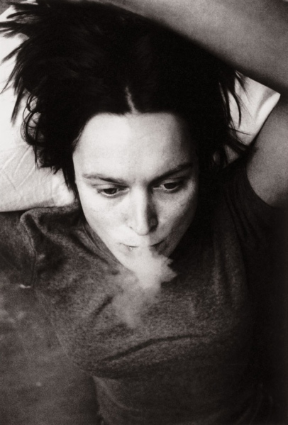 sarah-lucas-smoking-from-self-portraits-1990e280931998-web
