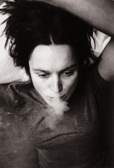 sarah-lucas-smoking-from-self-portraits-1990e280931998-web