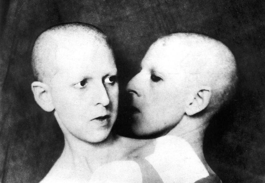 © Claude Cahun, Que me veux-te?, 1928.